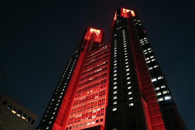 東京アラート,東京都庁,赤いライトアップ,新型コロナウイルス